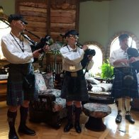 5 PIPERS PLAING
