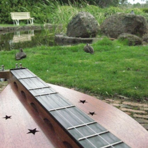 Simerman Mountain Dulcimer in Tasma Gardens